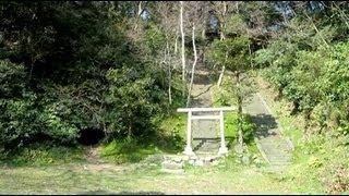 案内板より この平場は、鎌倉幕府第2執権の北条義時の法華堂(墳墓堂)...