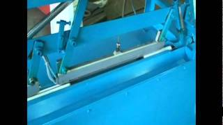 Waste Yarn Bobbin Cutting Machine.mpg