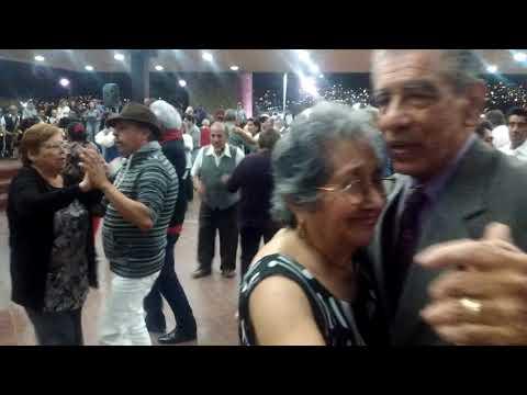 Baile en el Palacio Municipal de Monterrey. Por vivir en quinto patio.