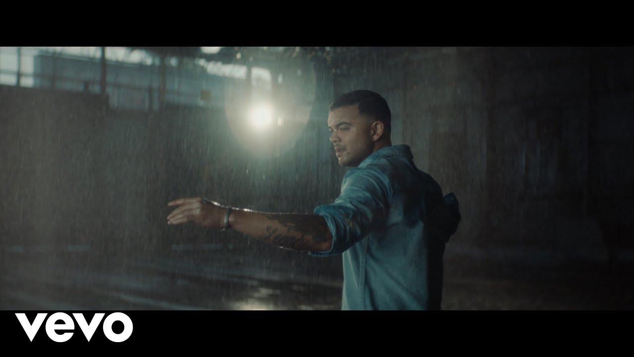 Arti Lirik dan Terjemahan Guy Sebastian - Standing With You