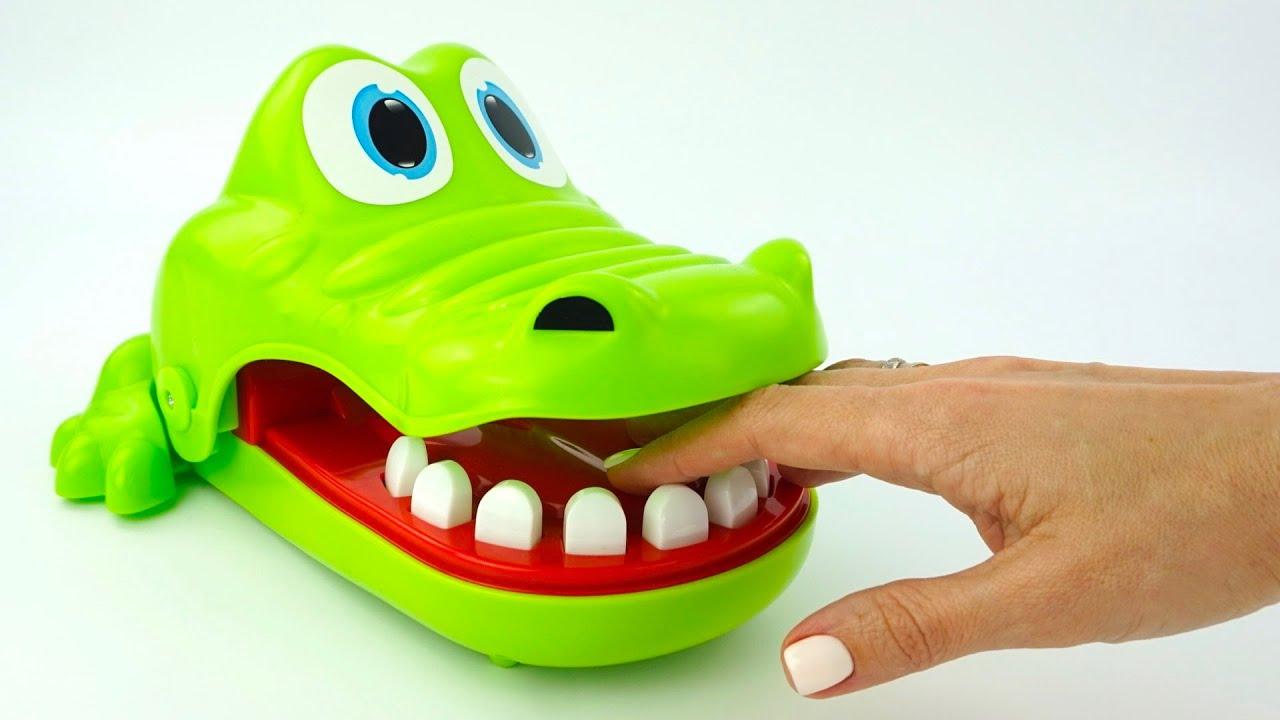 Крокодил Никита играет с Игрушкин ТВ в игру сюрприз или конфета