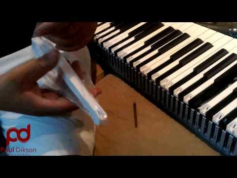 Repair and Replace the keys in Korg Kronos (Troca de teclas do Korg Kronos)