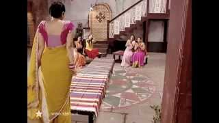 Hot South tv aunty huge ass shake in saree  - 1