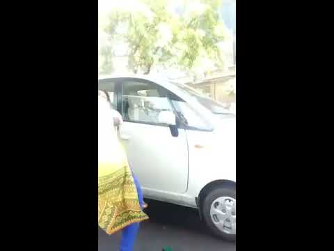 GUJARATI Women Fighting Madly !! in busy market | Viral video | must watch