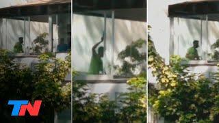 Video: un hombre entró a una academia de danzas en un barrio porteño y apuñaló a dos mujeres