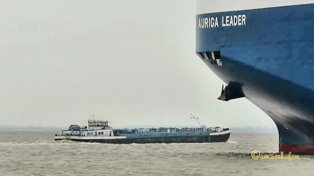 TMS HAYLEY PA2207 MMSI 244770793 Emden inland tanker merchant vessel  Binnentanker