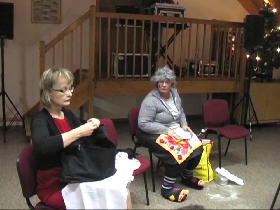2 Damen im Zug - YouTube