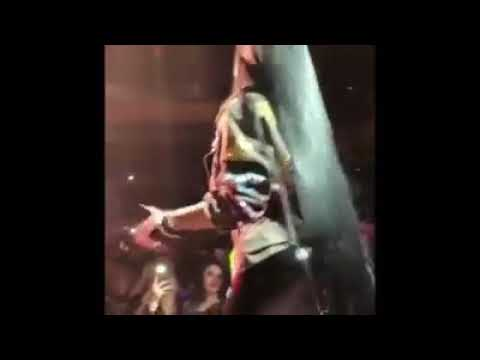 Nicki Minaj - No flag (live)