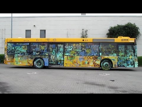 """""""100 Jahre Bus in Dresden""""--Anmalbus wird gewaschen"""