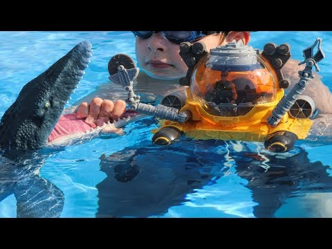 Jurassic World Fallen Kingdom Toy Mosasaurus And Matchbox Deep Dive Submarine In The Pool