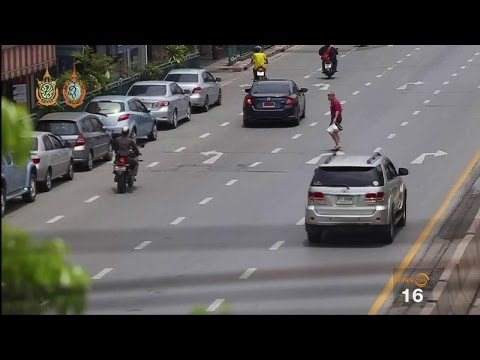 ย้อนหลัง ทุกข์ชาวบ้าน : ลักลอบข้ามถนน เสี่ยงอันตราย