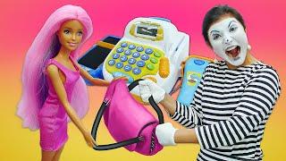Видео про игры в магазин одежды для кукол. Что купят Эльза, Леди Баг, Барби и Кен?