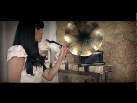 Có lẽ em - Bích Phương (Official MV)