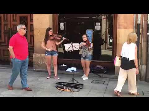 Buena música por las calles de Oviedo