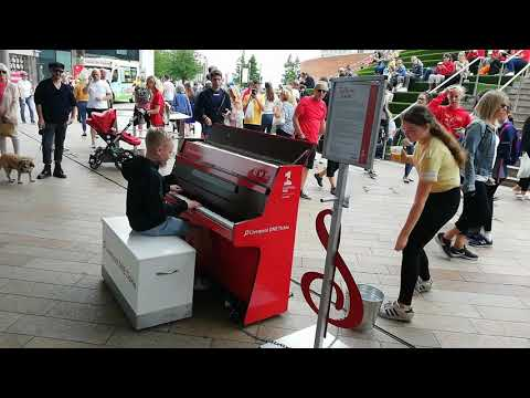 Piano Dance Mash Up. Amazing Young Street Pianist Harrison Attracts Crowds Busking In Liverpool.