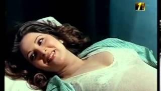 بوسى قميص النوم على السرير مع الدكتور ساخنة