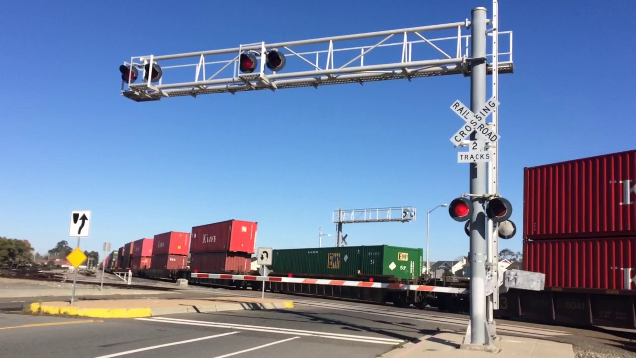 Carter ave railroad crossing video with gate lights