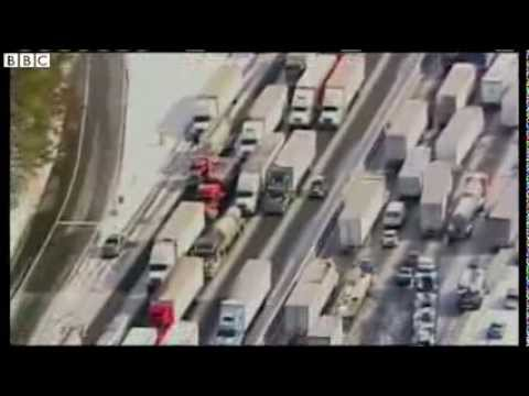 US snow storm: Atlanta traffic 'chaos'
