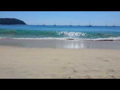 пляж Най харн во время прилива. Две больших волны после середины ролика