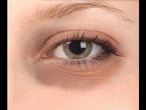 El aceite de oliva de las arrugas de la persona