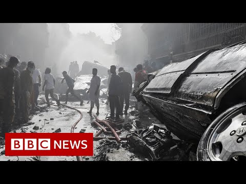 Pakistan International Airlines passenger plane crashes in Karachi - BBC News