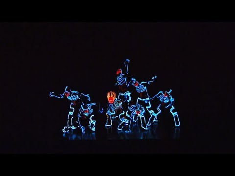 Electroluminescent Light Suits Create the Illusion of Stop Motion Dance | Colossal