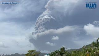 La Soufriere erupts (extended report)
