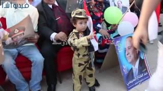 بالفيديو : طفل يرتدى زى الجيش فى عيد تحرير سيناء