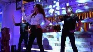 Le cours de booty shake de Nawell Madanai à Anne-Sophie et Anne-Elisabeth - C à vous - 08/10/2014