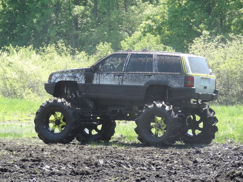 Battle Of The 1979 Ford Bronco Vs Jeep Grand Cherokee At