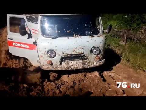 Скорая застряла в грязи