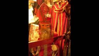 Sinterklaas etalagepop - Hoor, wie klopt daar kinderen