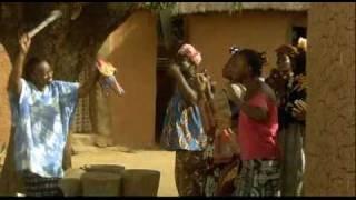 Repeat youtube video Moolaadè - Sembène -  Ita 2004 Emancipazione dall' infibulazione