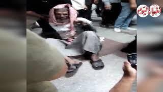 فيديو| صرخ بـ«ابني تاعبني».. إنقاذ «عجوز» حاول الانتحار بالمترو