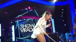 Baixar Ivete Sangalo para gravação do #ShowDaVirada para ajudar a tirar água do palco!