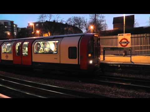 Central Line Trains @ Newbury Park