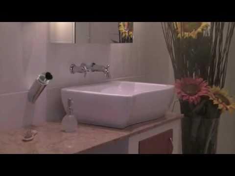ein sch nes badezimmer mit naturstein natursteinwolf youtube. Black Bedroom Furniture Sets. Home Design Ideas