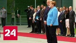 Смотреть видео Меркель затрясло в третий раз на встрече с премьер-министром Финляндии - Россия 24 онлайн