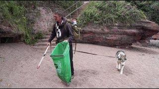 Wayne Dixon & Koda litter pick the UK coastline