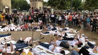 Avignon : une action symbolique des soignants et pompiers devant l'ARS