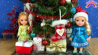 Christmas ! Elsa and Anna toddlers - Santa gifts -Tree decoration - Sledding -Fun kids video