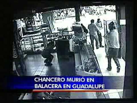 Video capta momento en que asaltante asesina a chancero en Guadalupe
