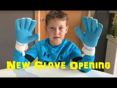 NEW Forza Centro Goalkeeper Glove Opening/Unboxing | Kid Goalie Reviews Forza Goalkeeper Gloves