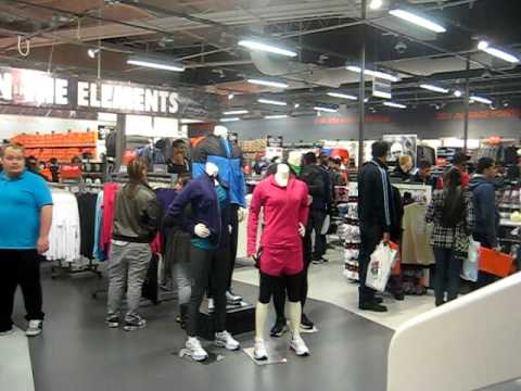 DJ Spontane DJing On Black Friday 2011 @ NIKE FACTORY STORE