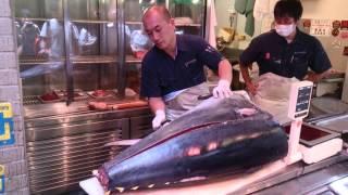 Tokyo Tsukiji fishmarket, filleting a tuna.