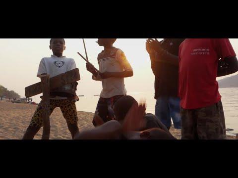 Flox - Kick It Out [Official Video]