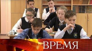 В Набережных Челнах школьникам на уроки нельзя проносить мобильные телефоны и другие гаджеты.