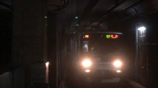 埼玉高速2000系2101編成『キャプテン翼ラッピング・トップナンバー』が入線警笛を鳴らしながら到着するシーン