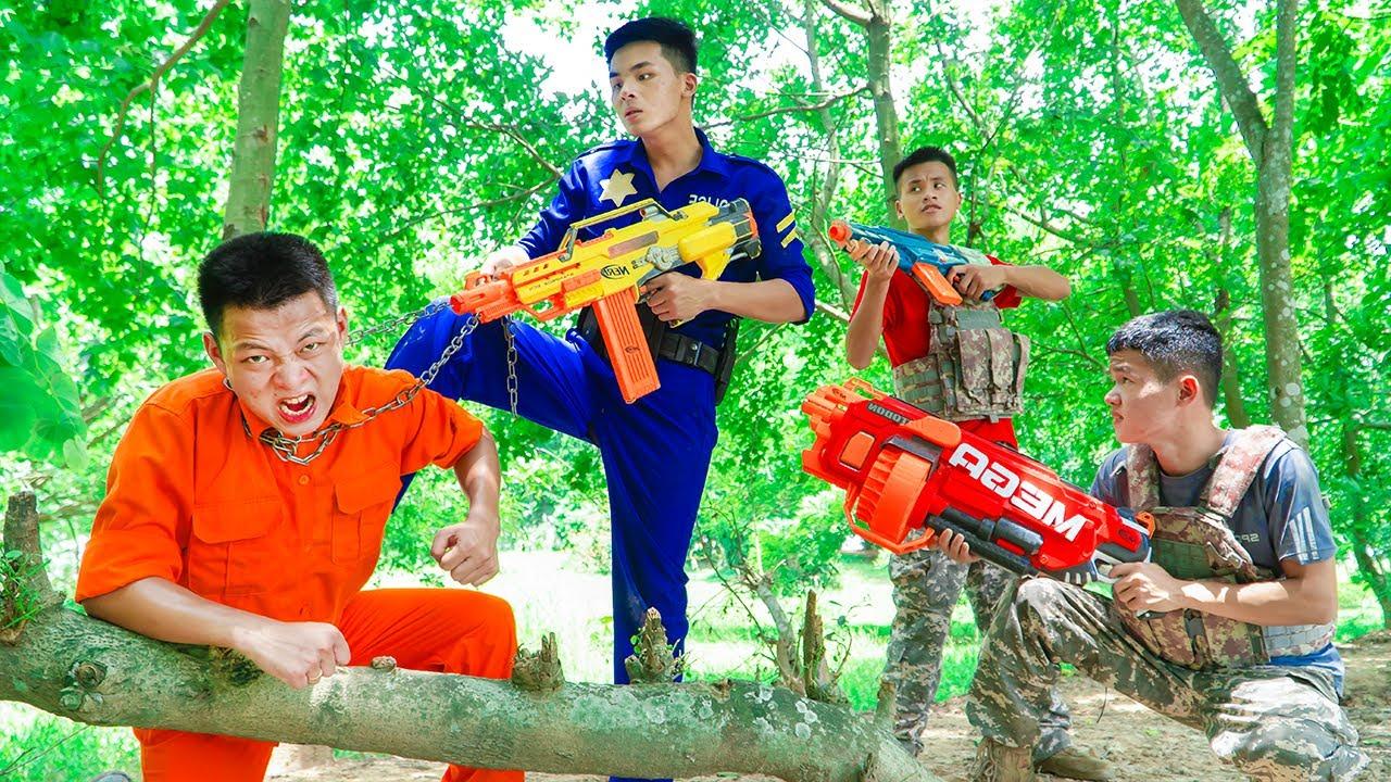 Battle Nerf War Blue Police Journeys delivery crime & Nerf Guns Fight Man mysterious forest Battle