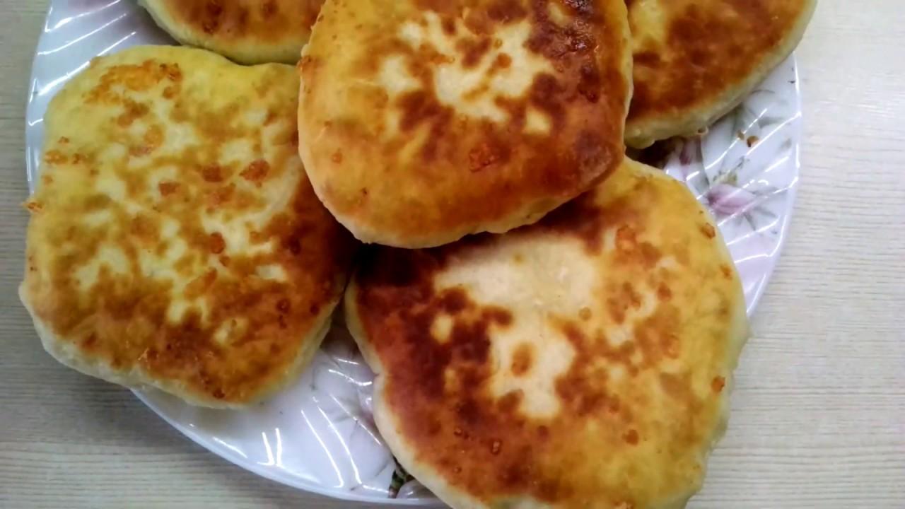 Быстрые кефирные лепёшки с зелёным луком вместо пирожков.